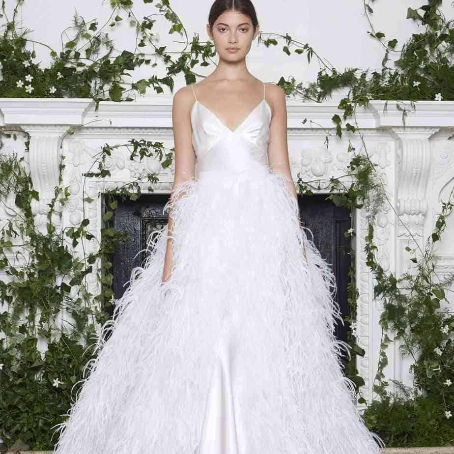 Robes de mariée en plume 2021